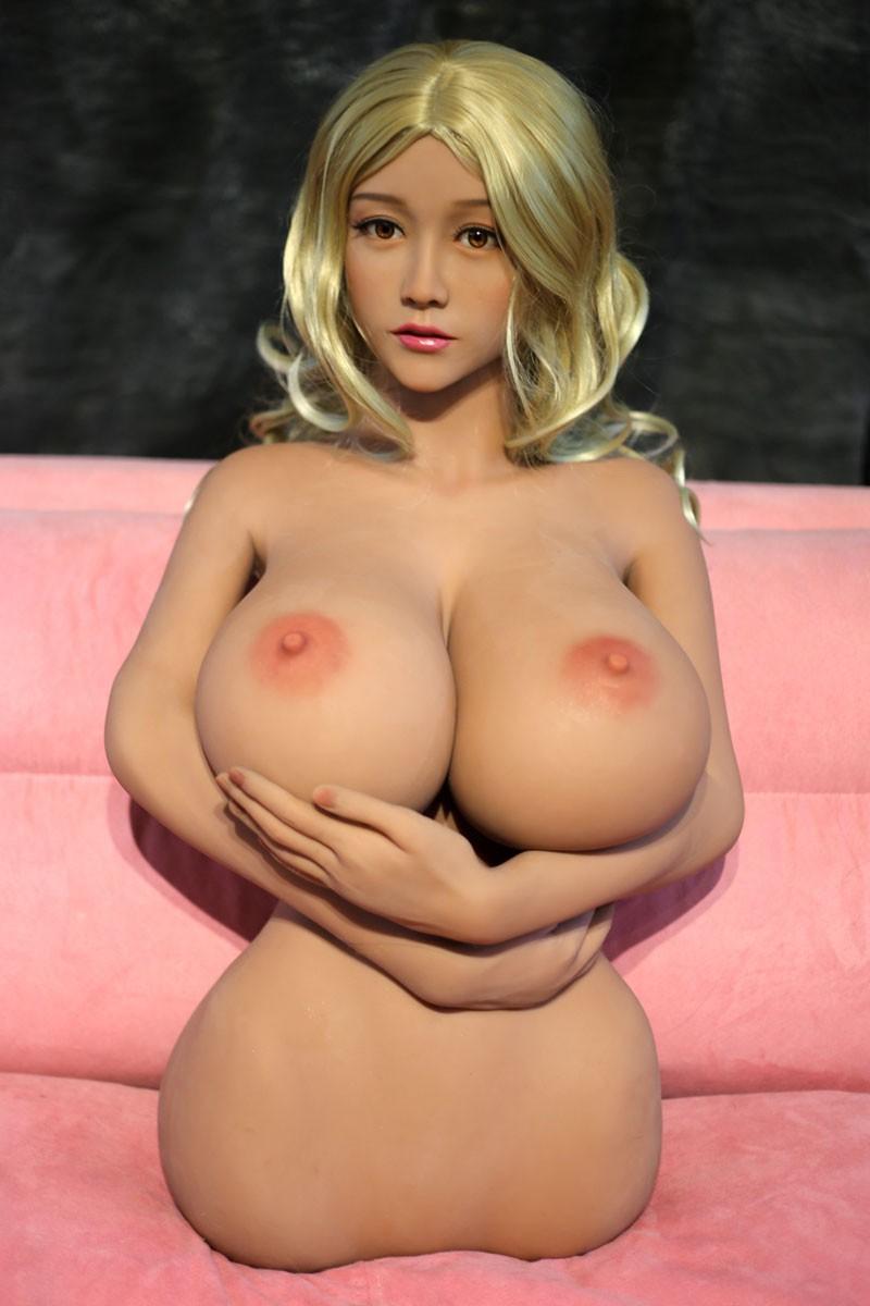 Seksop torso grote borsten koreaans